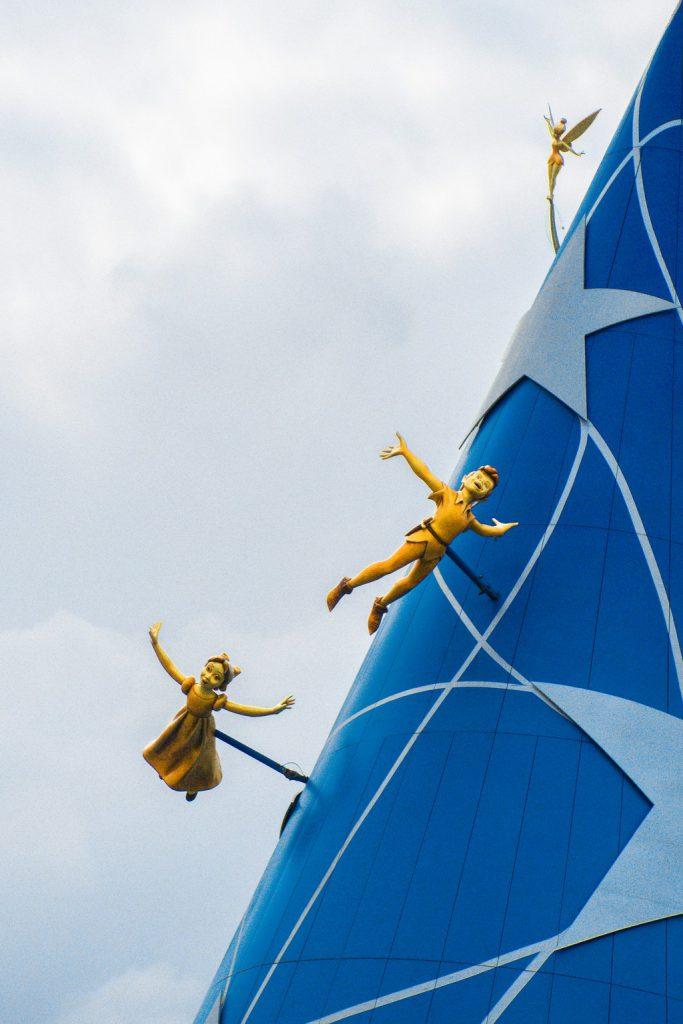 "<img src=""Peter Pan.png"" alt=""Peter pan decor in disneyland Paris"">"