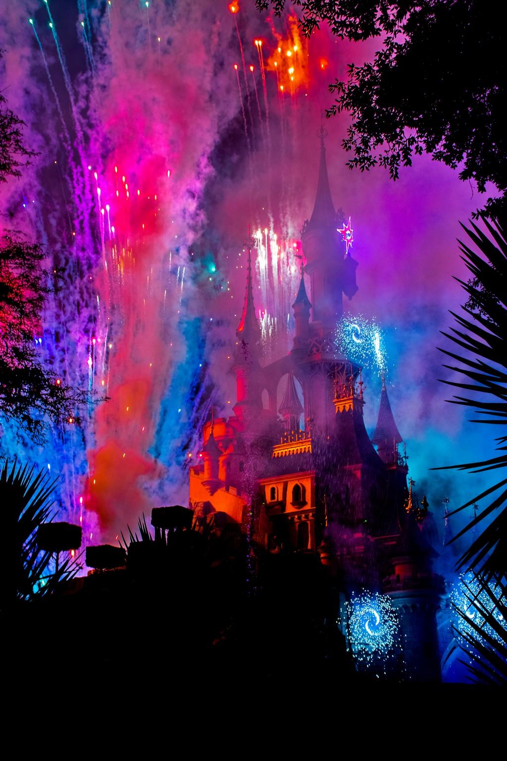 "<img src=""castle.png"" alt=""disney illuminations show at the castle in disneyland paris"">"
