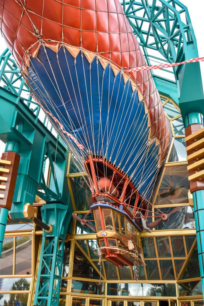 """<img src=""""zeppelin.png"""" alt=""""zeppelin decor in Disneyland Paris"""">"""