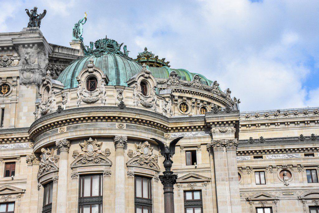 "<img src=""building.png"" alt=""the parisian opera building"">"