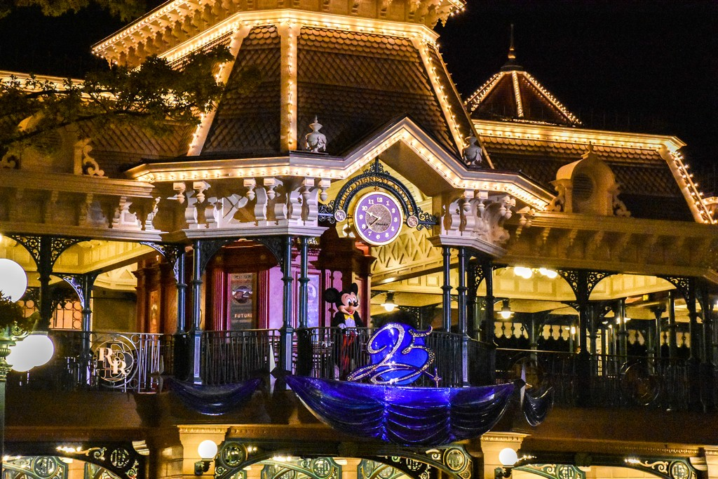 """<img src=""""mickeymouse.png"""" alt=""""mickey mouse's goodnight kiss at disneyland paris"""">"""