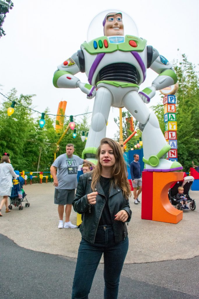 """<img src=""""girl standing.png"""" alt=""""girl standing in front of a statue of Buzz Lightyear at Disneyland Paris"""">"""
