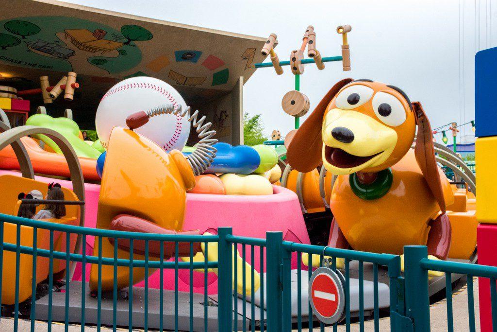 "<img src=""slinky dog ride.png"" alt=""slinky dog ride at Disneyland Paris"">"