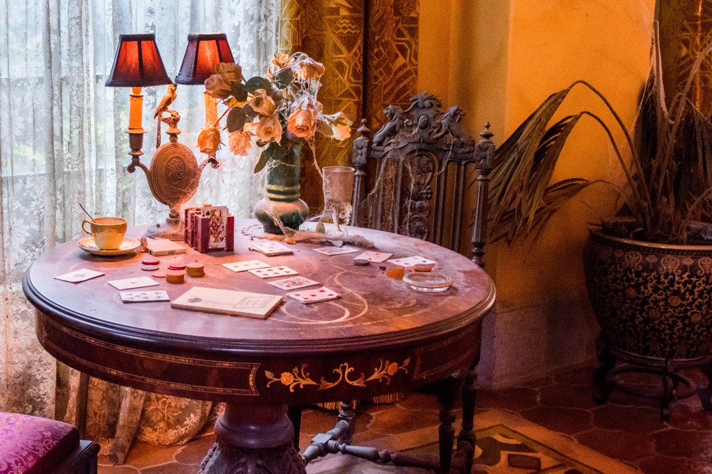 """<img src=""""table.png"""" alt=""""a table at the haunted hotel ride at disneyland paris"""">"""