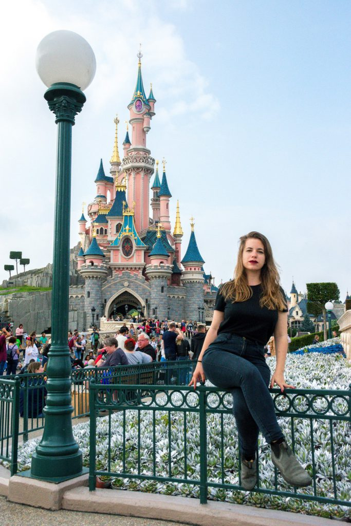 """<img src=""""girl sitting on a fence.png"""" alt=""""girl sitting on a fence in front of the Disneyland Paris castle"""">"""