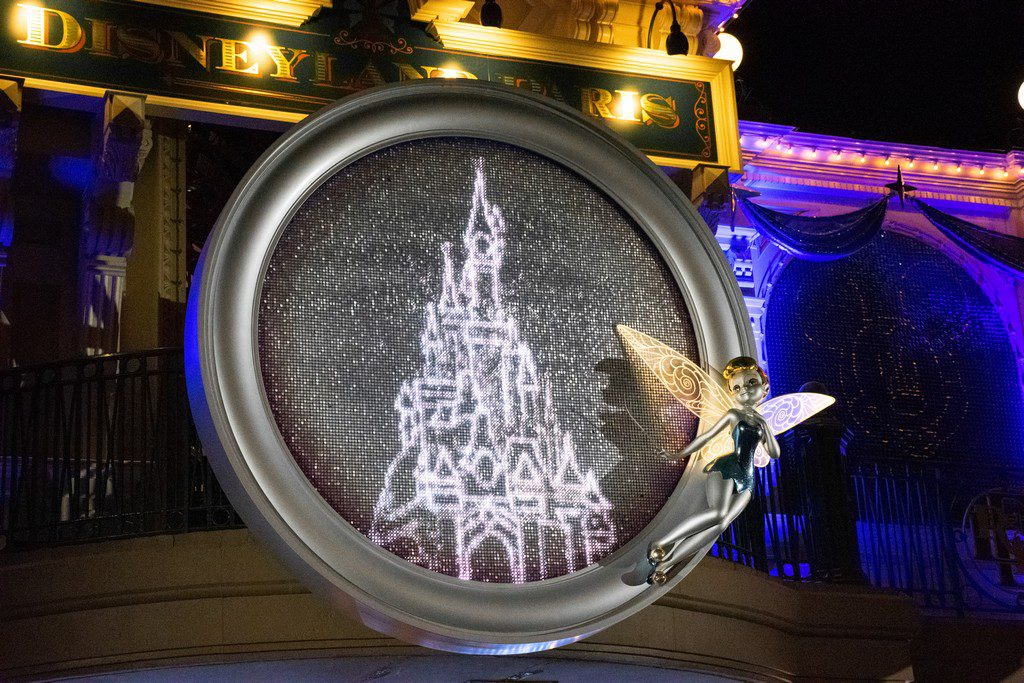 """<img src=""""Tinkerbell.png"""" alt=""""Tinkerbell illuminated statue at the entrance gate to Disneylnd Paris """">"""