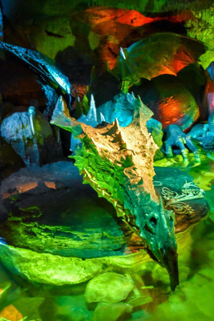 "<img src=""dragon.png"" alt=""sleeping dragon exhibit at the Disneyland Paris park castle"">"