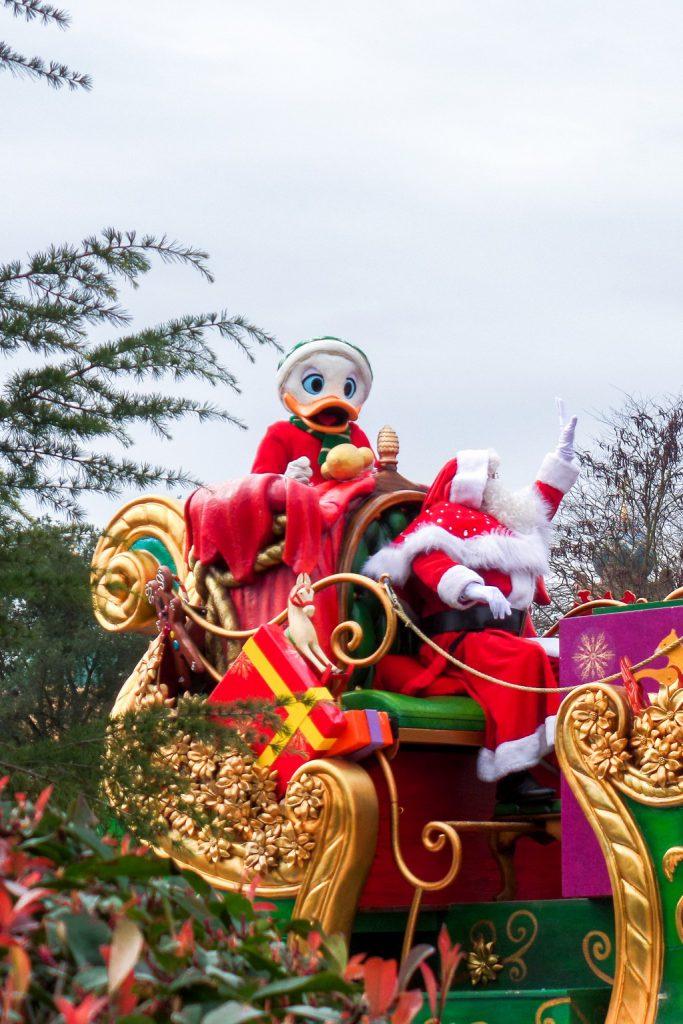 "<img src=""Donald Duck and Santa.png"" alt=""Donald Duck and Santa at the Disneyland Paris Christmas parade"">"