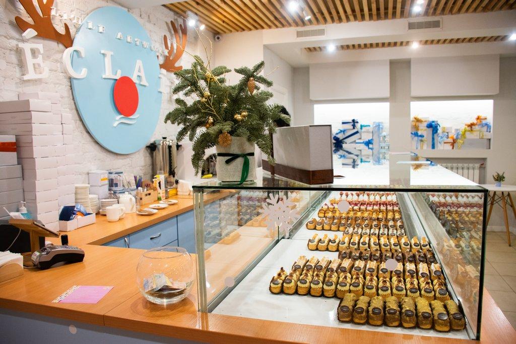 "<img src=""shop counter.png"" alt=""little artwork eclair coffee shop counter "">"