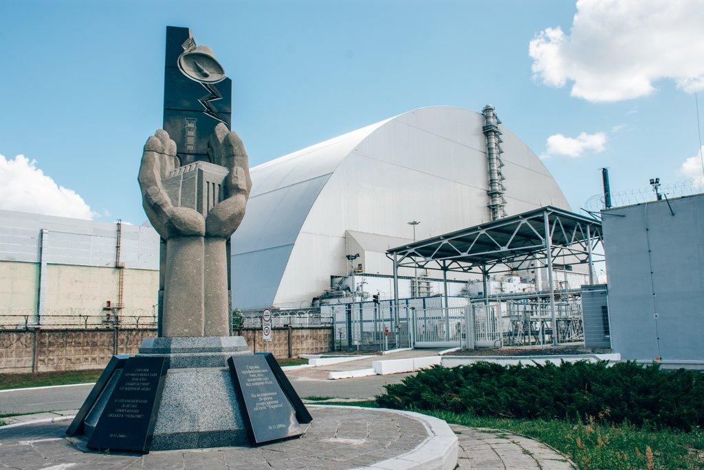 """<img src=""""memorial statue.png"""" alt=""""memorial statue in chernobyl"""">"""