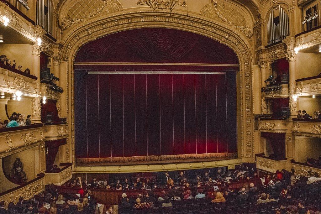 "<img src=""opera theatre.png"" alt=""opera theatre"">"