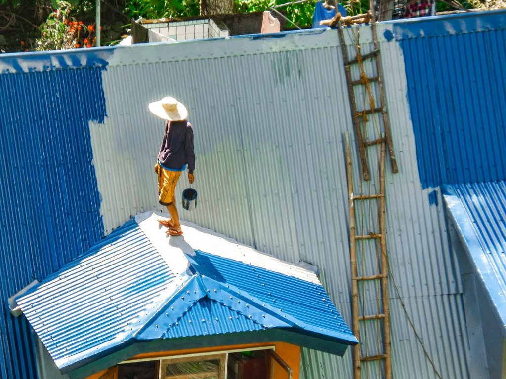 "< img src=""man.gif"" alt=""man coloring a roof in the town of Banaue"">"