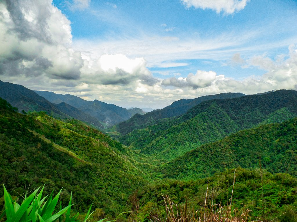 """< img src=""""mountains.gif"""" alt=""""mountains at the northen philippines"""">"""