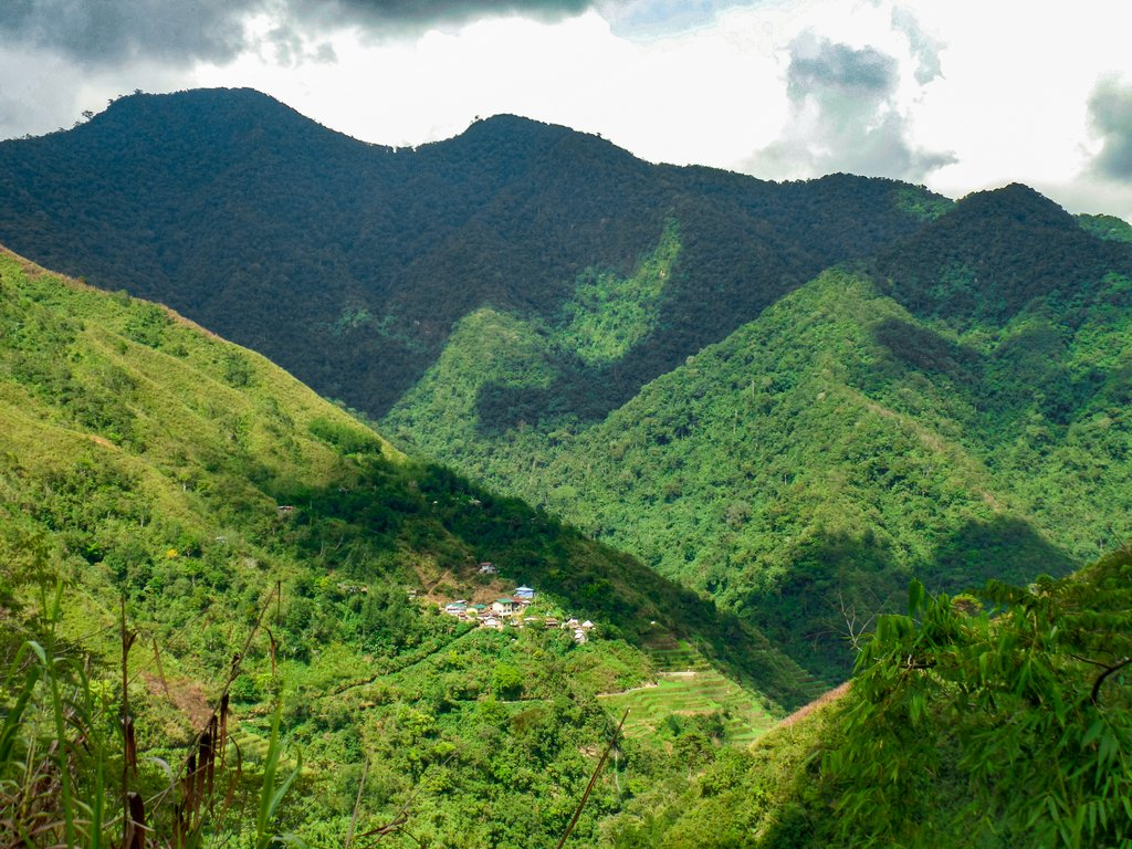 "<img src=""mountains.gif"" alt=""a pinoy village located in between mountains"">"