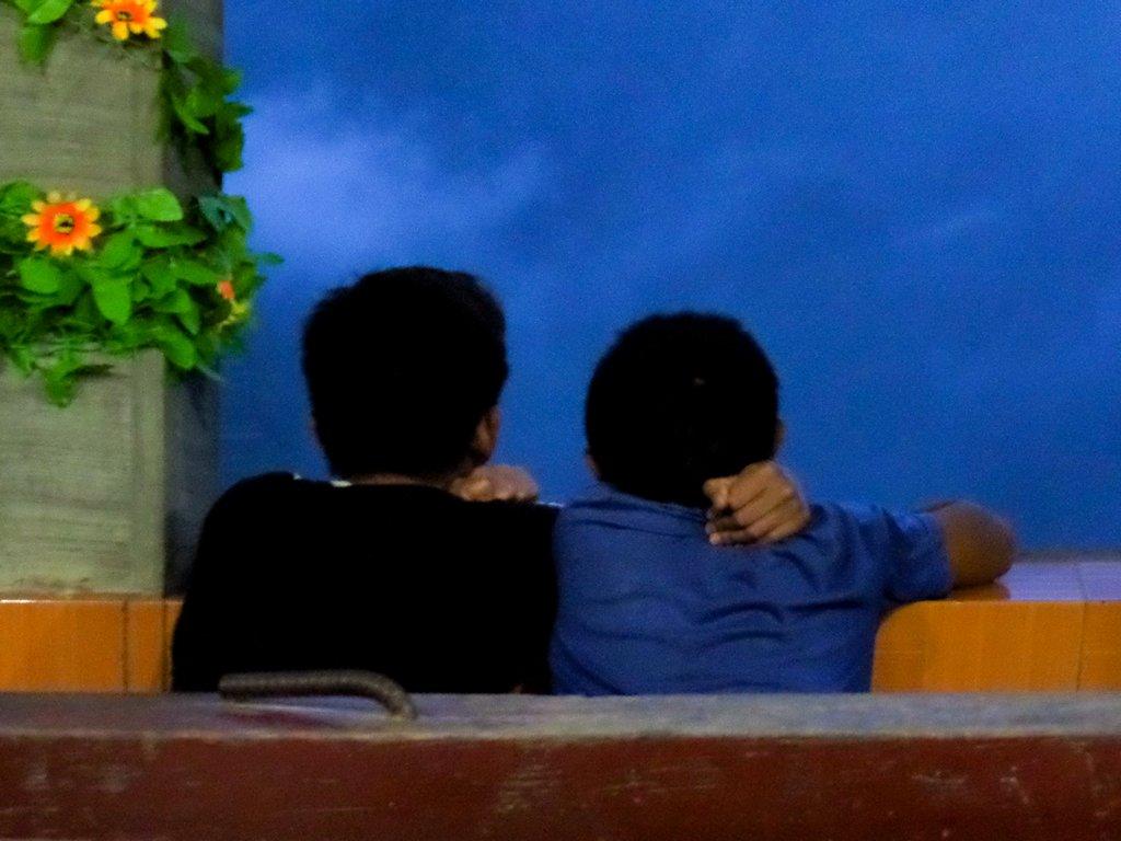 "<img src=""boys.gif"" alt=""boys sitting next to each other"">"