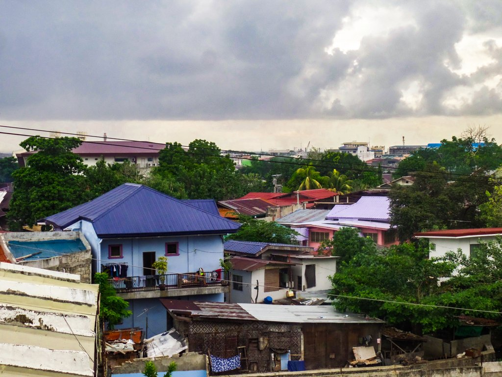 "<img src=""buildings.gif"" alt=""buildings in a pinoy town"">"