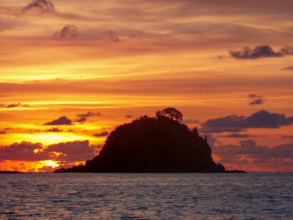 "<img src=""sunset.gif"" alt=beach sunset"">"
