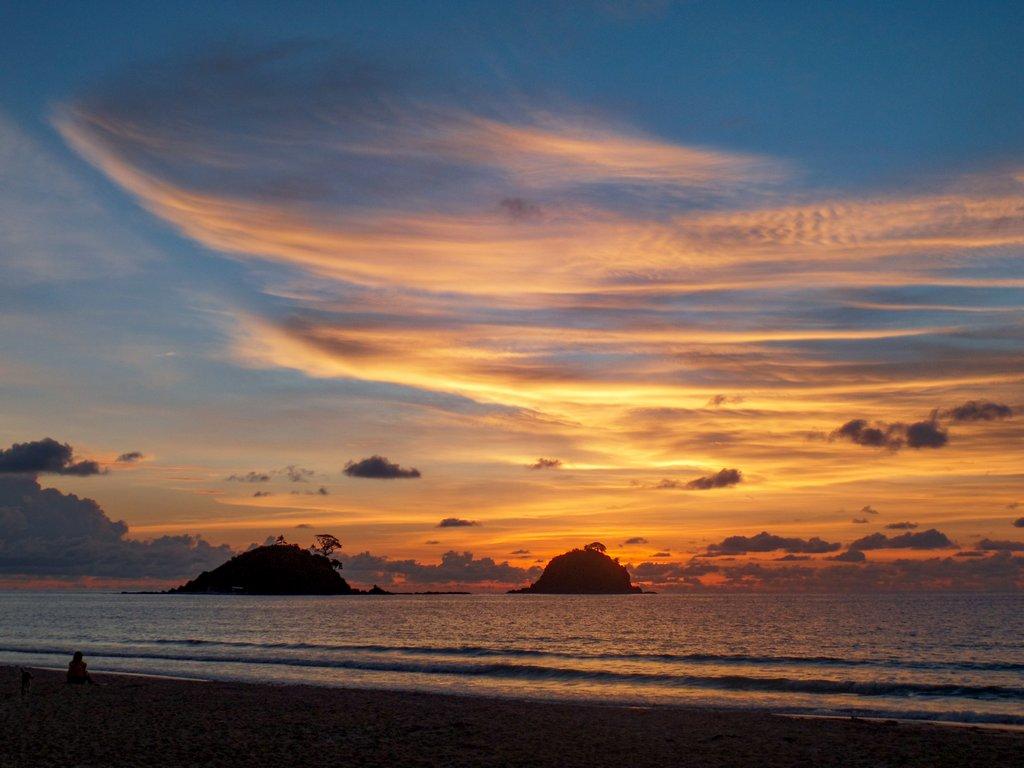 "<img src=""sunset.gif"" alt= colorful beach sunset"">"