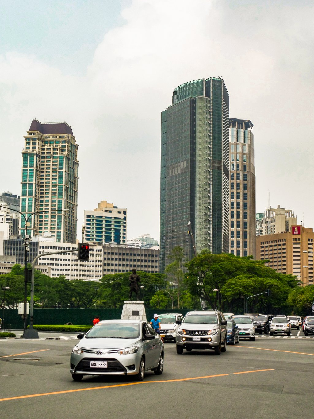 """<img src=""""road.gif"""" alt=""""cars on a road in Manila city"""">"""