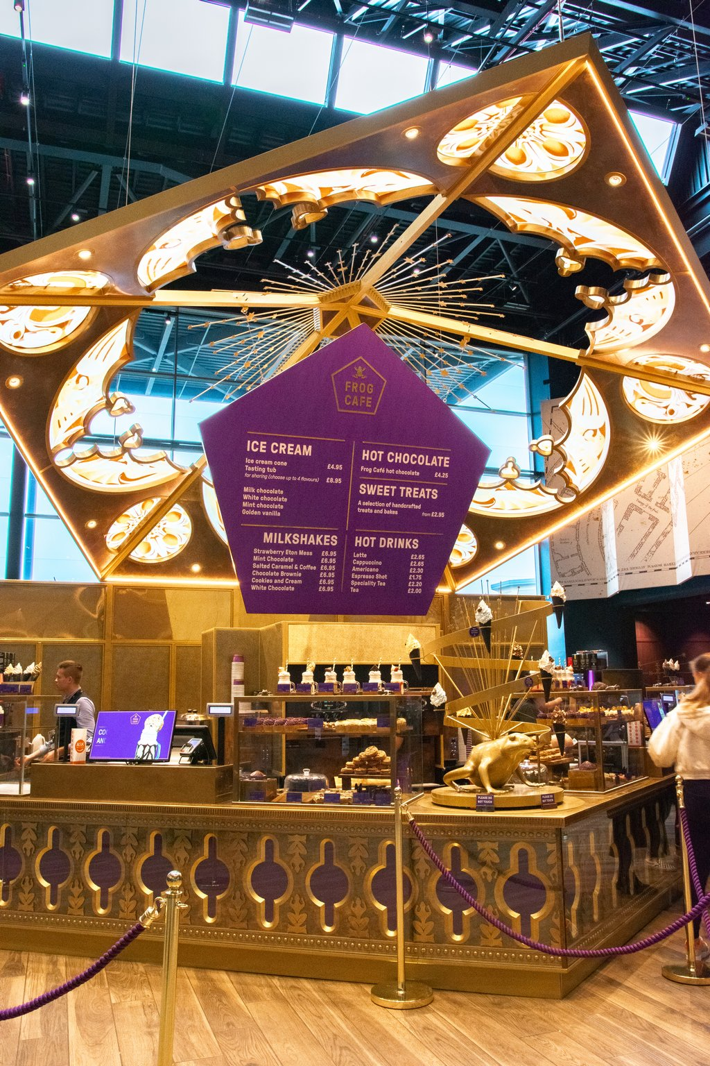 "<img src=""cafe.png"" alt=""chocolatefrogcafe"">"